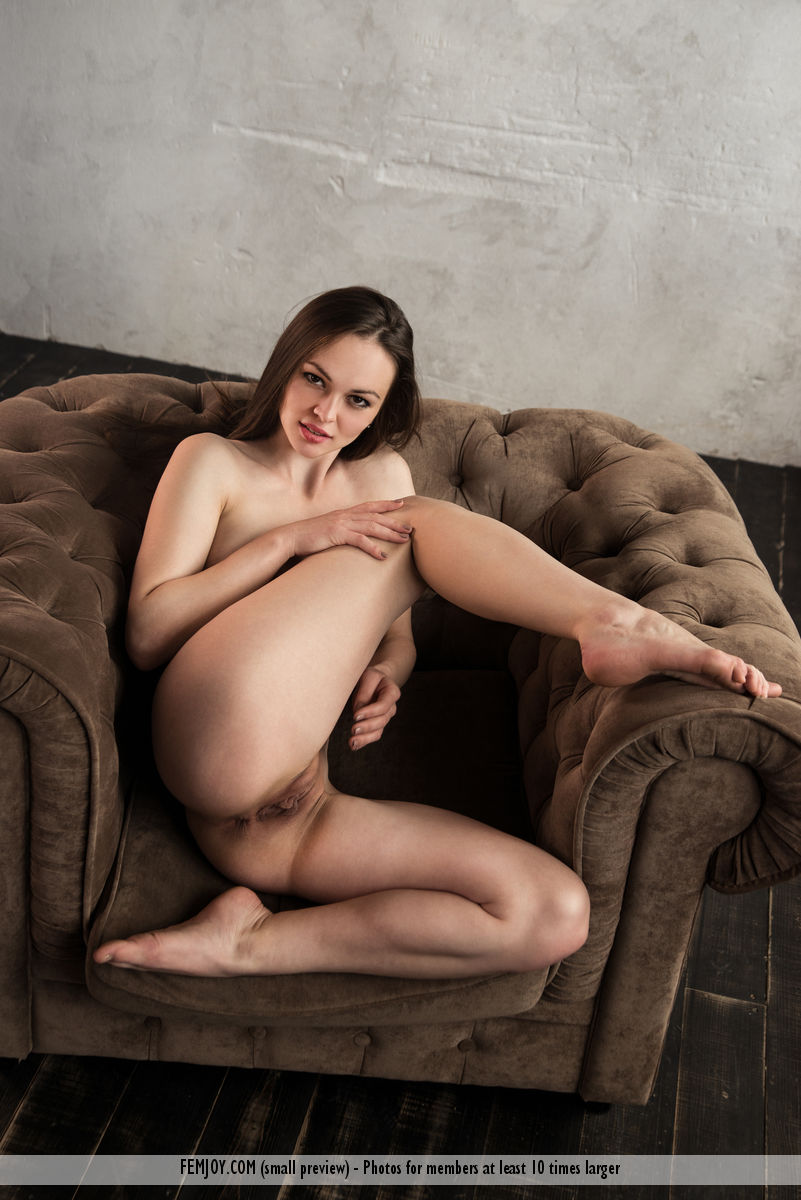 Get Naked Tanya H. immagine 8