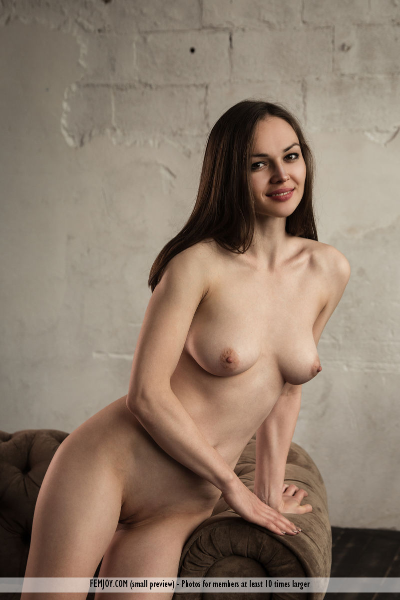 Get Naked Tanya H. immagine 13