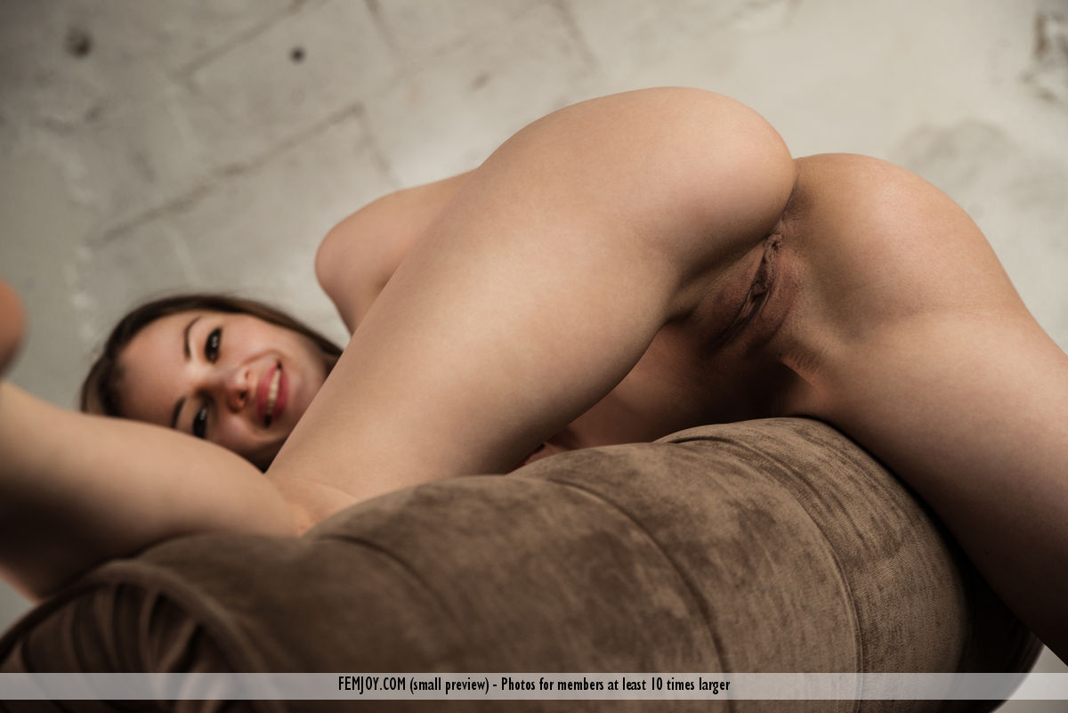 Get Naked Tanya H. immagine 1